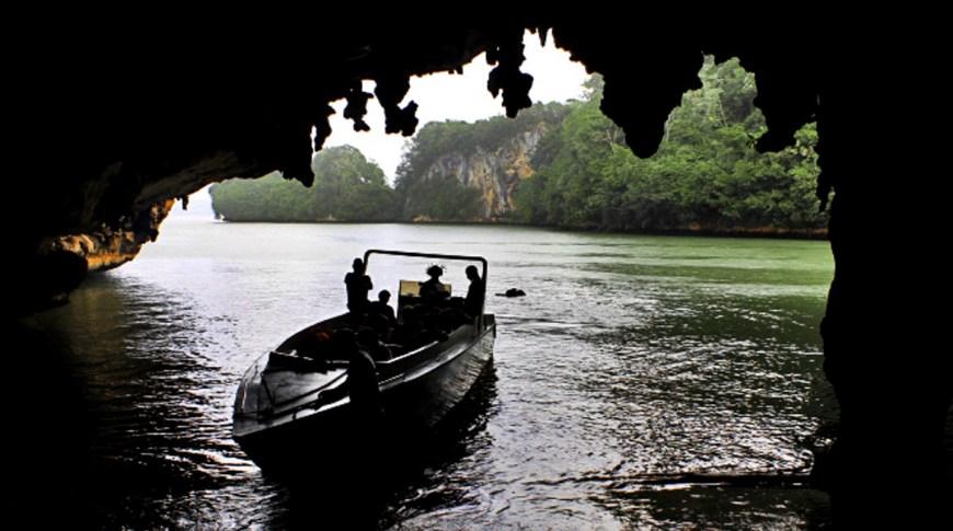 Caves of Los Haitises